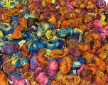 Primadonna Leftover This lot consists of more than 100 hanks of Primadonna yarn. The total weight is 2000 gr (70.5 oz.). Fiber indhold 50% Uld, 50% Akryl, Brand ICE, fnt2-57469